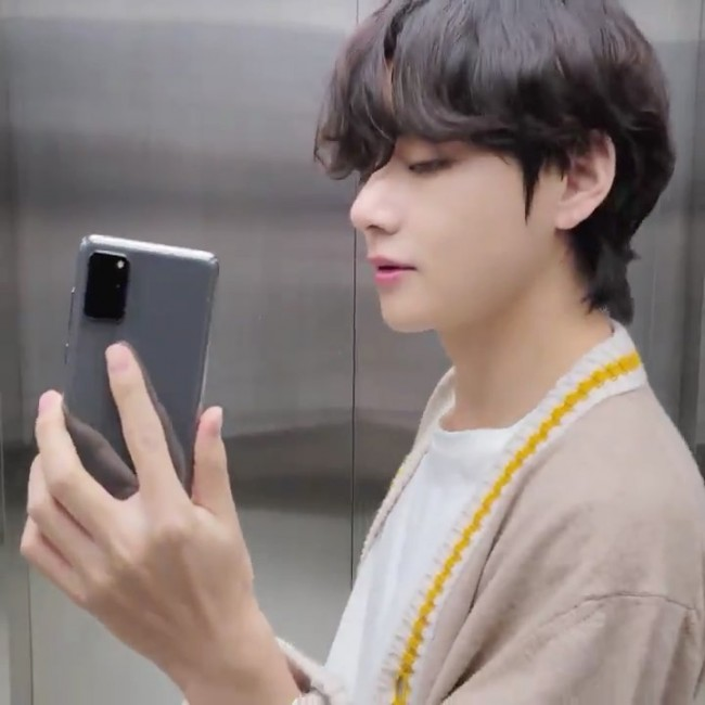 bts v boyfriend photo